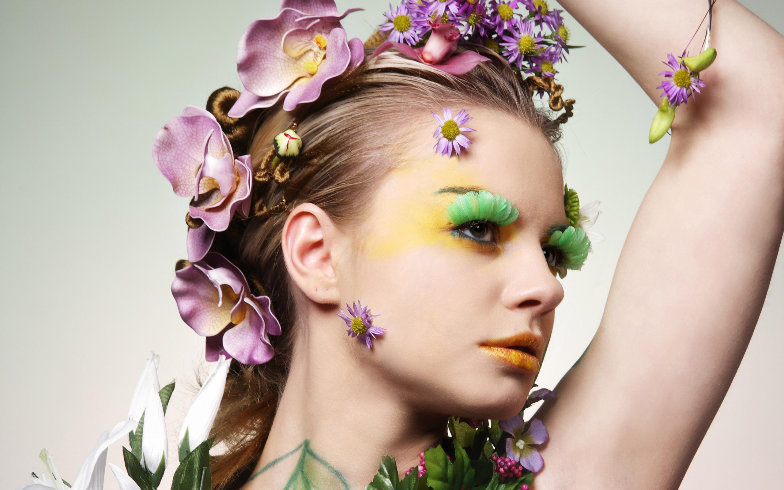 Girls___Models_Model_in_flowers_055356_.jpg