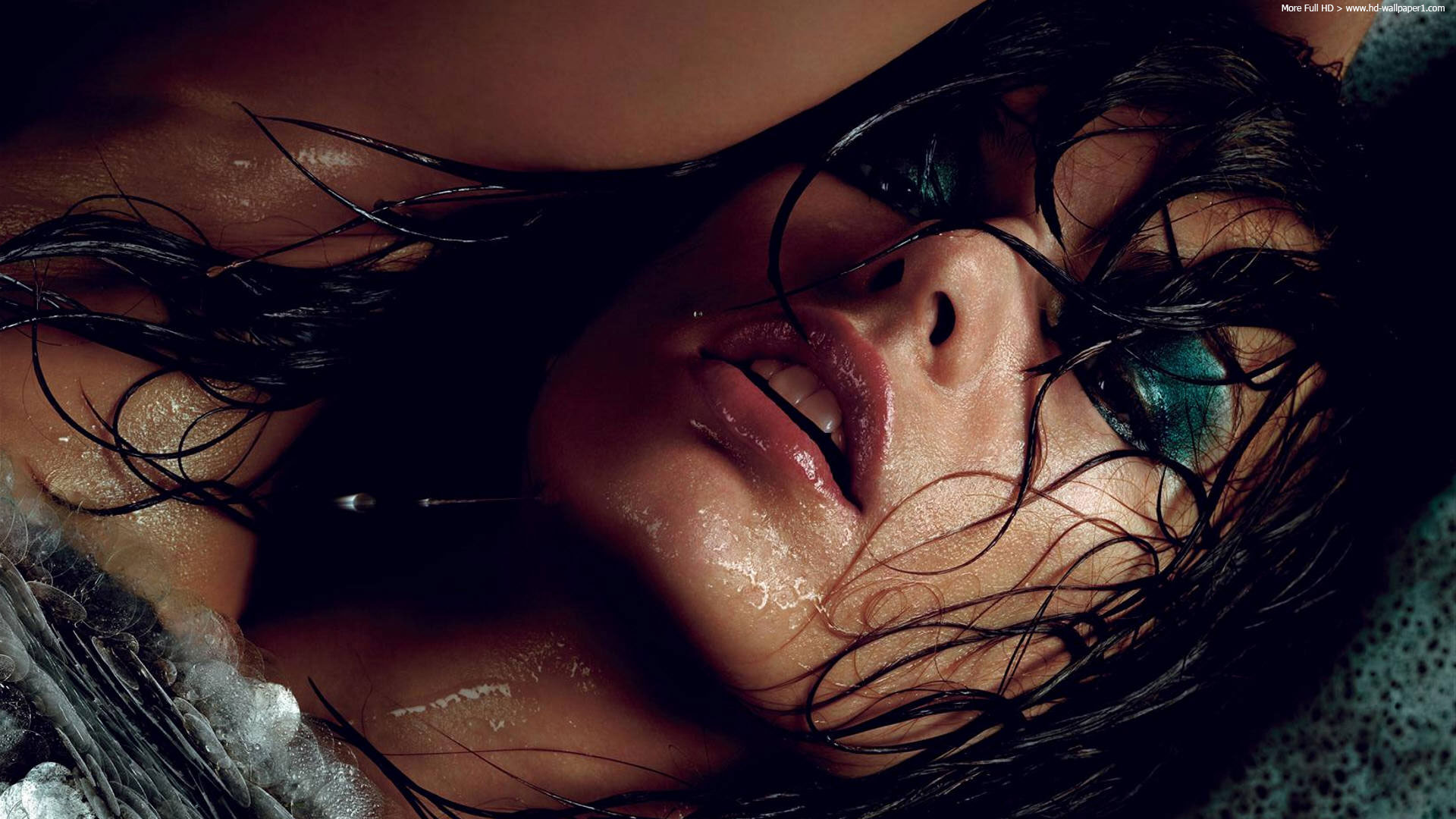 milla-jovovich-makeup-face-on-the-water-full-hd.jpg